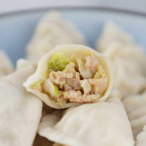 cabbage and pork dumpling-700×700